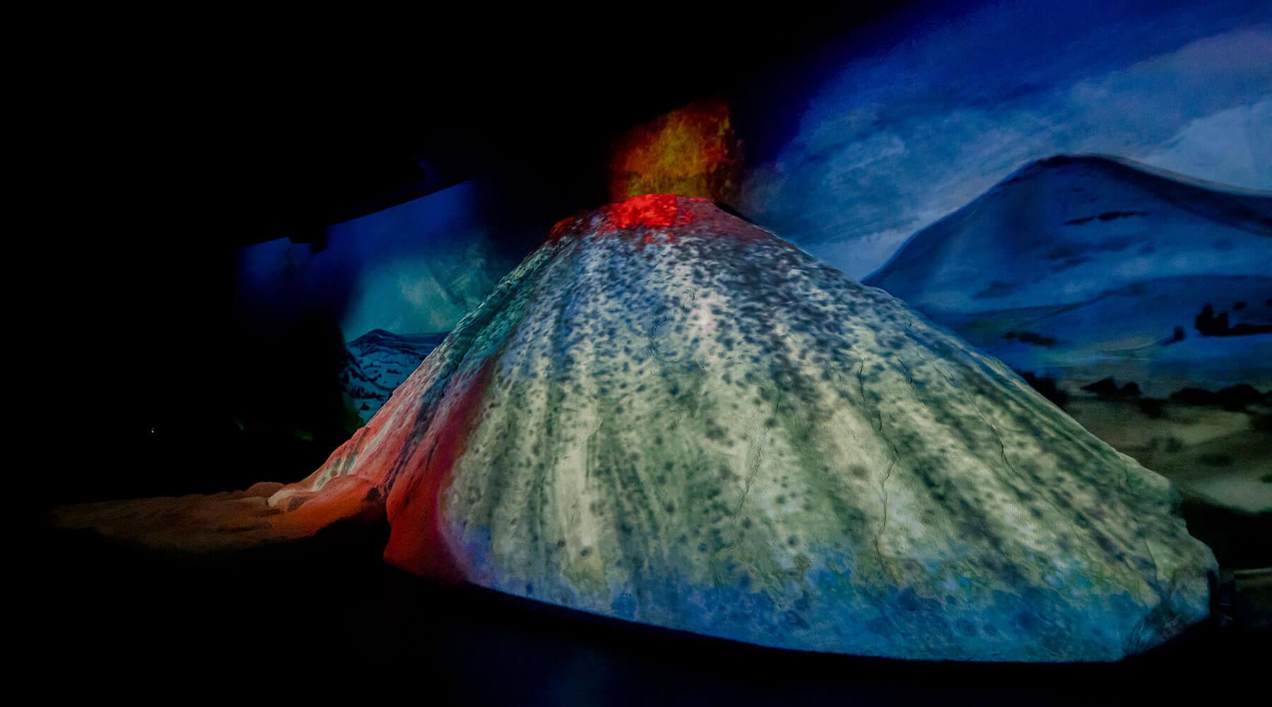 Vulkanpark, Lava-Dome. Main Show mit 3D Vulkan.
